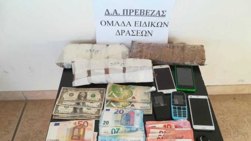 Οι αρχές κατάσχεσαν 1,5 κιλό ηρωίνη στην Ιόνια οδό (pic)