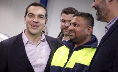 Δείτε έναν πρωθυπουργό που έχουμε! Μες στην τρελή χαρά δίπλα σε μουσουλμάνους φίλους του στην Τρίπολη (ΦΩΤΟ)
