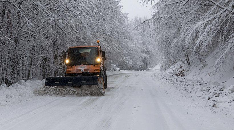 Δύσκολη νύχτα για Μακεδονία και Θράκη λόγω της πυκνής χιονόπτωσης