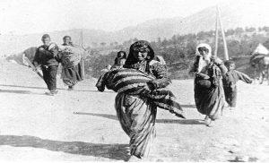ΑΝΑΤΡΙΧΙΑΣΤΙΚΗ μαρτυρία από επιζήσασα Αρμένισσα: «Οι Τούρκοι αποκεφάλιζαν μάνες»