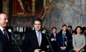 Μας άφησαν (πάλι…) μόνους οι «εταίροι»: «Αγκαλιές & φιλιά» και «εμβάθυνση σχέσεων» μεταξύ Αγκυρας & Βερολίνου!
