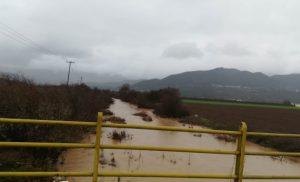 Σαρώνει η κακοκαιρία: Νεκρή στην Εύβοια – Υπερχείλισαν τα ποτάμια των Τρικάλων