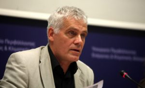«Μπουρλότο» στην κυβέρνηση: Καταψηφίζουν τις κυρώσεις για εκχώρηση υδρογονανθράκων Τσιρώνης-Δημαράς