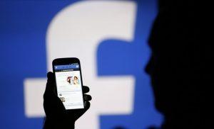 Το Facebook χάνει την εμπιστοσύνη των χρηστών, σύμφωνα με δημοσκοπήσεις