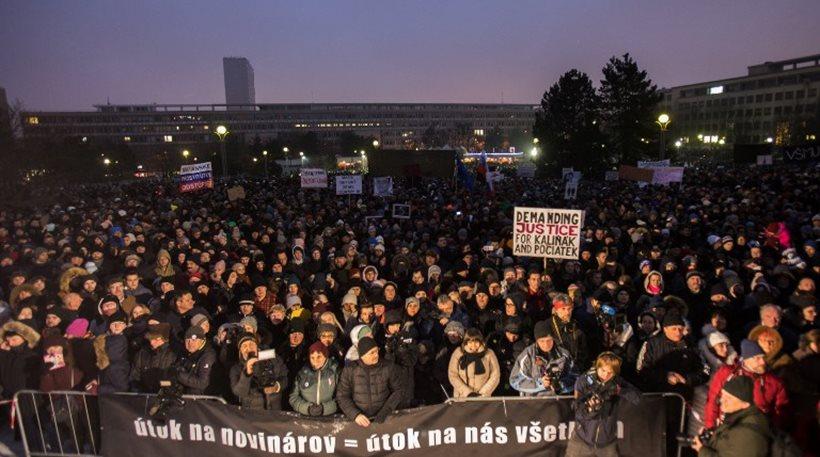 Σλοβακία: Χιλιάδες διαδηλωτές για το δημοσιογράφο που δολοφονήθηκε