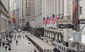 Wall Street: Πτώση στη «σκιά» ενός πιθανού εμπορικού πολέμου με την Κίνα
