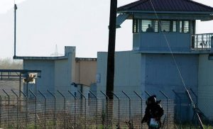 Θρίλερ στις φυλακές Τρικάλων: Κρατούμενος με μαχαίρι κράτησε όμηρο αρχιφύλακα