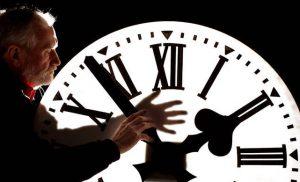 ΤΩΡΑ: Γυρίστε τα ρολόγια σας μία ώρα μπροστά