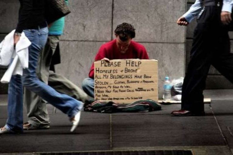 Απίστευτο: Αρχίζουν να βάζουν πρόστιμα και στους αστέγους!