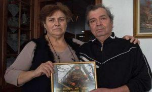 Συγκλονίζουν οι γονείς του Κούκλατζη: Μας δίνουν κουράγιο από κάθε γωνιά της Γης