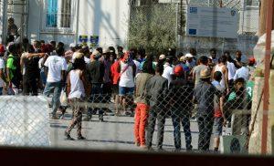 Μετανάστες πήγαν να… γκρεμίσουν το Κέντρο Υποδοχής στη Μόρια γιατί απορρίφθηκε το αίτημα ασύλου τους