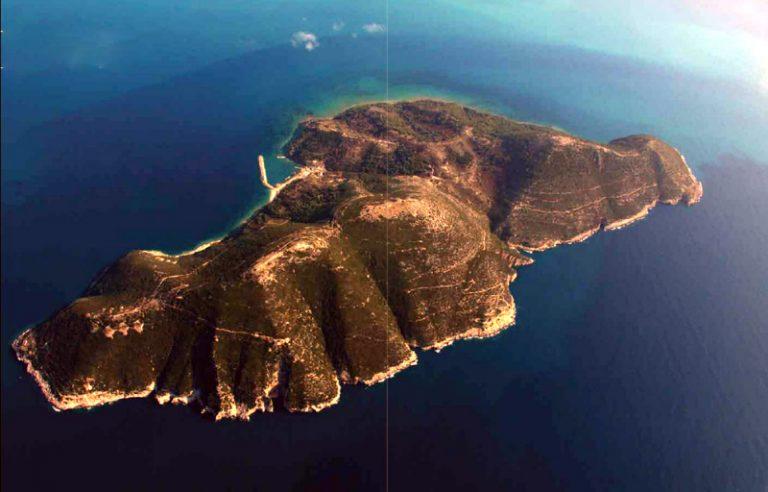 Πως η Νήσος Σάσων από ελληνικό νησί κατέληξε Αλβανική ναυτική βάση και τώρα τουριστική ατραξιόν
