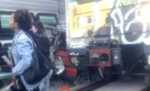 Εικόνες-σοκ: Το ΙΧ που έπεσε στις ράγες τρένου στην Κηφισιά