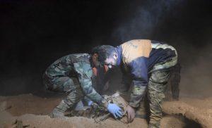 Δεκάδες πτώματα βρέθηκαν σε ομαδικό τάφο στη Ράκα της Συρίας