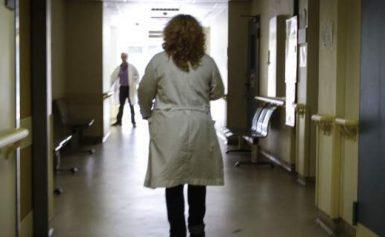 καταγγελία της ΠΟΕΔΗΝ συγκεκριμένη γυναίκα εισέπραττε παράνομα επί 22 χρόνια τη σύνταξη του πατέρα  Εγινε  διοικήτρια νοσοκομείου επί ΣΥΡΙΖΑ