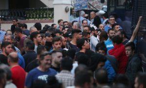 Οργή λαού στη Λέσβο για την επίσκεψη Τσίπρα – Σοβαρά επεισόδια στο νησί
