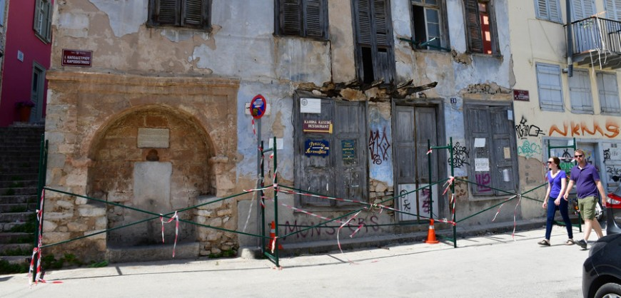 Nafplio historical buildings decay & crumble (PHOTOS)