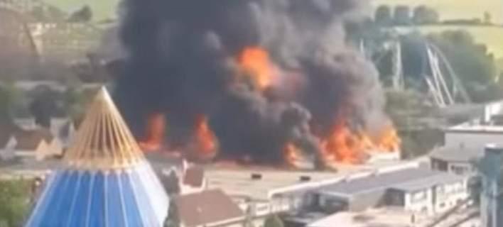 Τεράστια φωτιά ξέσπασε στο μεγαλύτερο θεματικό πάρκο της Γερμανίας -Σώοι οι επισκέπτες [βίντεο]