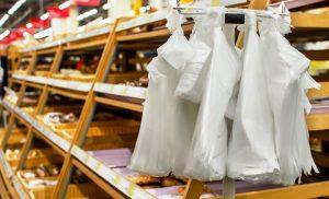 Έως το τέλος Μαΐου η απόδοση για το περιβαλλοντικό τέλος στις πλαστικές σακούλες