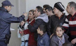 «Βουλιάζει» από πρόσφυγες η Θεσσαλονίκη -Το αδιαχώρητο στις δομές φιλοξενίας [εικόνες]