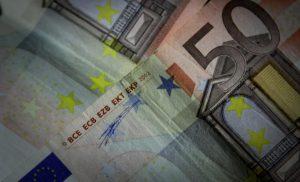 Η μπάλα στην εξέδρα για το χρέος – Βραχυπρόθεσμη λύση προωθεί το Βερολίνο
