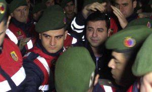 Ο Ερντογάν δίνει εντολές στην…ανεξάρτητη τουρκική δικαιοσύνη για τον Ντεμιρτάς