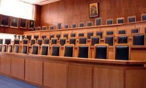 Εισαγγελέας αποκαλεί στο facebook… «κομμούνια» και «μειοδότες» Τσίπρα και Παυλόπουλο για το Σκοπιανό