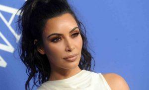 H Kim Kardashian εντυπωσιάζει ξανά με το μπούστο της