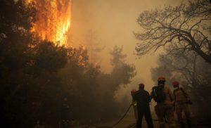 Κυκλοφοριακές ρυθμίσεις στην περιοχή της Ραφήνας λόγω της φωτιάς – Δείτε που σημειώνονται εκτροπές