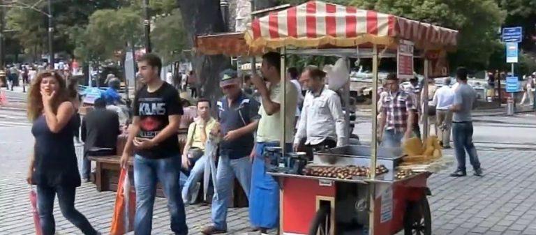 Λεφτά υπάρχουν… Τουρκικά ΜΜΕ: Από 500 έως 1000 ευρώ το άτομο αφήνουν οι Έλληνες τουρίστες στο Αιβαλί!