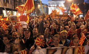 Εκρηκτικό κλίμα στα Σκόπια πριν το δημοψήφισμα – Αφόρητες πιέσεις από τη Δύση – «Ζάεφ προδότη»
