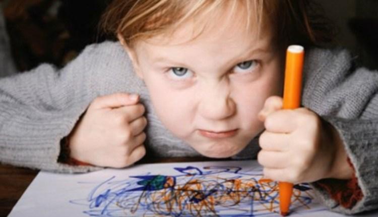"""Γονείς προσοχή: Πότε το """"τικ"""" είναι σημάδι από το σύνδρομο Τουρέτ!"""