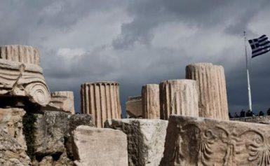 Guardian: Κολοσσιαία αποτυχία η διάσωση της Ελλάδας