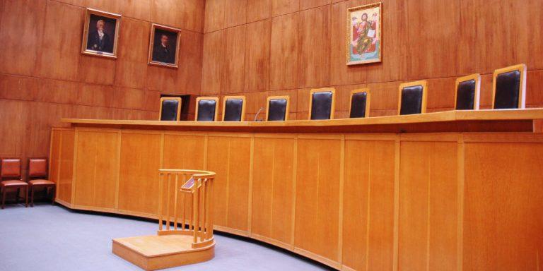 Το Ειρηνοδικείο δικαιώνει εργαζόμενους για τον 13ο και 14ο μισθό κόντρα σε απόφαση του ΣτΕ
