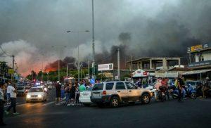 Έτσι διέκοψαν την κυκλοφορία στην λεωφόρο Μαραθώνος την ώρα της πυρκαγιάς