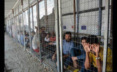 Μόρια: Ακόμη 400 πρόσφυγες αναχωρούν για το λιμάνι του Πειραιά