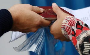 Die Welt: Η Κομισιόν θέλει να επιταχύνει τις απελάσεις μεταναστών