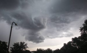 Καιρός: Νεφώσεις και τοπικές βροχές τη Δευτέρα