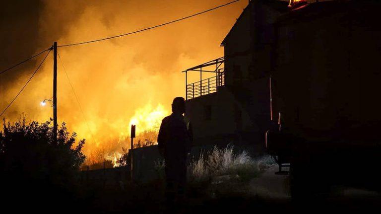 Κεφαλονιά: Ολονύχτια μάχη με τις φλόγες