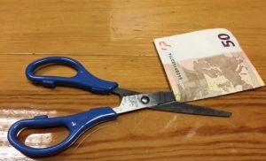 """Αναδρομικά στο Δημόσιο: Ξεχάστε τα ποσά που περιμένετε – Θα """"πέσει"""" διπλό ψαλίδι"""