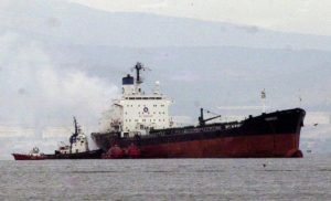 Μήλος: Προσάραξε δεξαμενόπλοιο στον Αδάμαντα