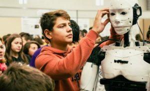 Κατέπληξε τους πάντες: 15χρονος από την Καβάλα έφτιαξε ρομπότ με τεχνητή νοημοσύνη με 500 ευρώ
