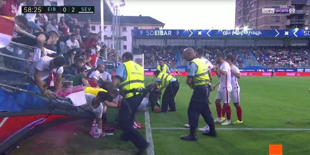 Κατέρρευσε κερκίδα την ώρα του αγώνα Εϊμπάρ – Σεβίλλη στην Ισπανία [βίντεο]
