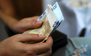 Τα μνημόνια «γονάτισαν» τους Έλληνες! Πού ξοδεύουν τα χρήματα τους – Οι στερήσεις αγαθών και οι ανέσεις