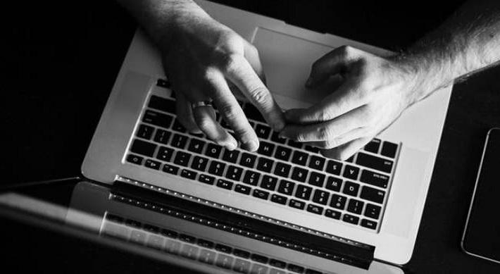 Χειροπέδες σε 55χρονο για πορνογραφία ανηλίκων μέσω διαδικτύου