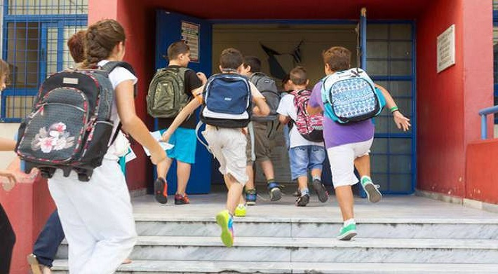 Πότε ανοίγουν τα σχολεία – Τι ώρα θα χτυπήσει το πρώτο κουδούνι