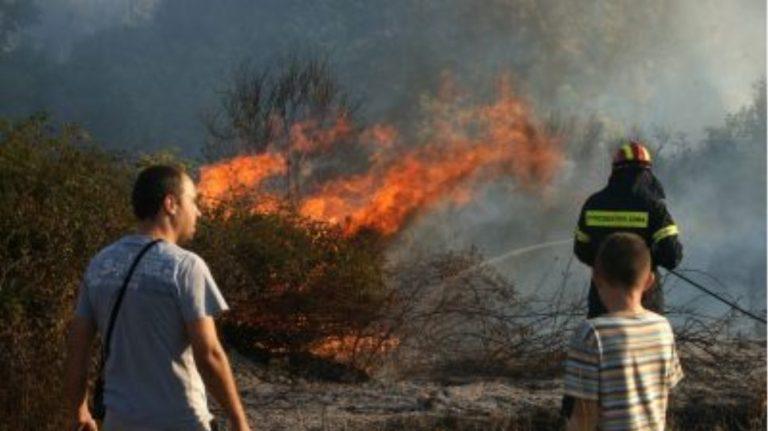 Σε ύφεση η φωτιά στην Κέρκυρα -Επιστρέφουν οι κάτοικοι στον οικισμό της Βίγγλας