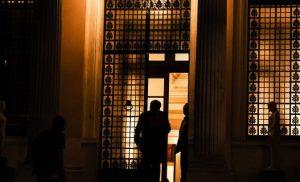 Εκτακτη σύσκεψη στο Μαξίμου για το κραχ στις τραπεζικές μετοχές