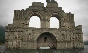 Αναδυόμενος ναός φάντασμα 400 ετών Απίστευτες εικόνες