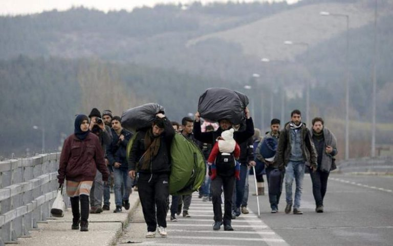 Τουλάχιστον μισό εκατ. Αφγανοί και Πακιστανοί συγκεντρώνονται στην Αδριανούπολη για να περάσουν τον Έβρο